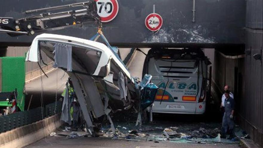 Tres heridos graves en el accidente de un autobús escolar español en Francia