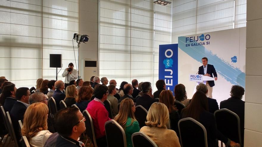"""Feijóo espera que Sánchez """"escuche"""" el mensaje de Galicia y Euskadi y avala a Rajoy como candidato del PP"""