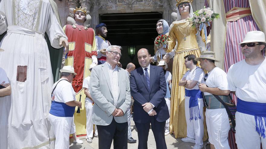 Ribó y Echávarri a las puertas del Ayuntamiento en junio pasado