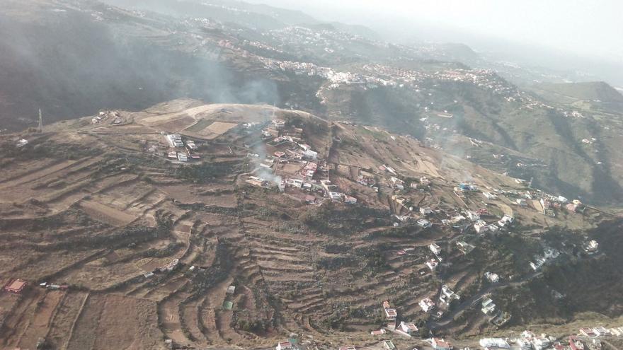 Hogueras para celebrar las fiestas de San Juan en Gran Canaria