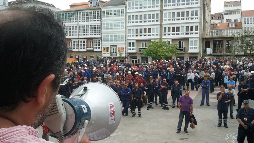 Empleados de Navantia se encierran en Ayuntamiento de Ferrol para exigir respuestas sobre el dique flotante
