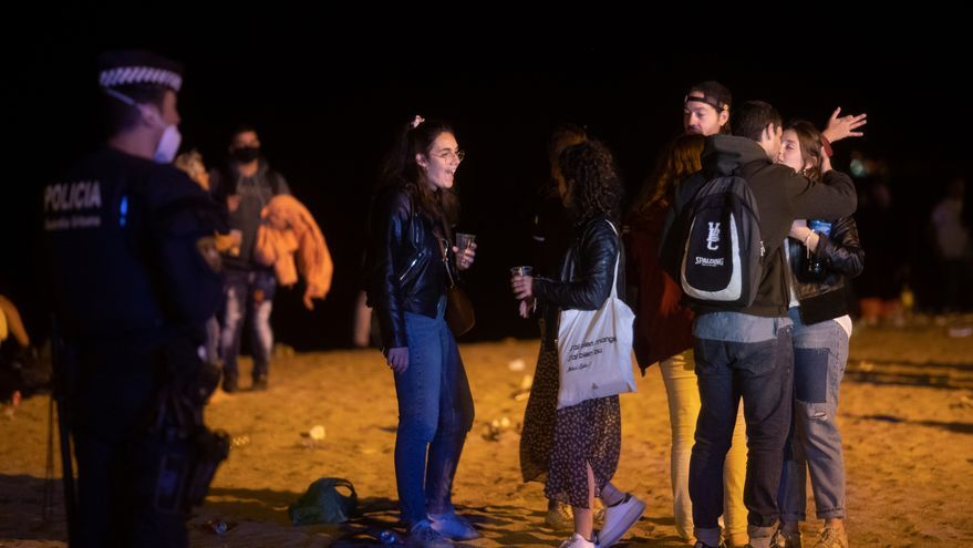 Desalojadas más de 9.000 personas en Barcelona en otra noche de botellones