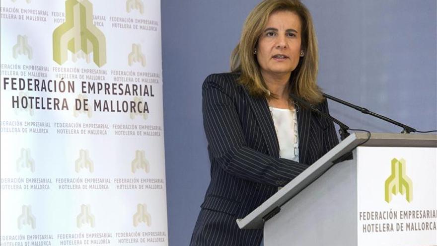 """Báñez dice que los """"buenos datos"""" del paro de abril confirman el crecimiento del empleo"""