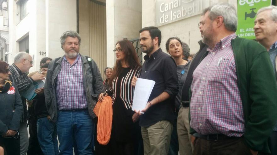 Juan López de Uralde, Sol Sánchez y Alberto Garzón han presentado la denuncia en la sede del Canal
