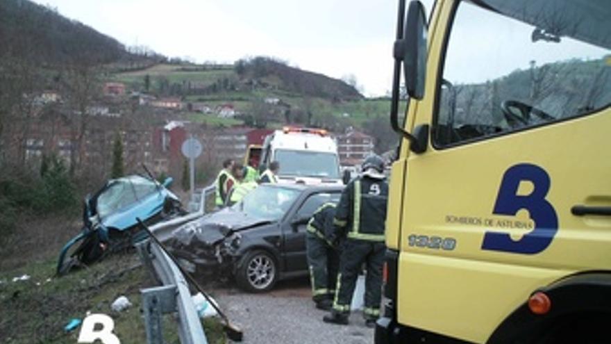 Imagen de un accidente registrado en las carreteras asturianas.