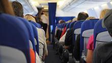 El reducido espacio de los asientos de clase turista dificulta nuestra movilidad.