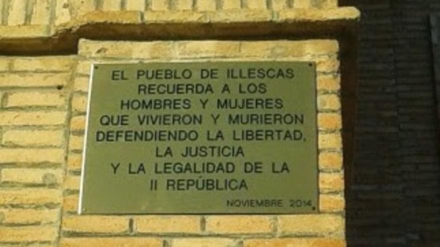 Placa por la II República en Illescas (Toledo)