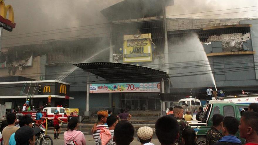 Hallan 36 cadáveres del incendio en un centro comercial del sur de Filipinas
