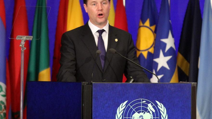 Clegg se disculpa por romper una promesa electoral clave sobre educación