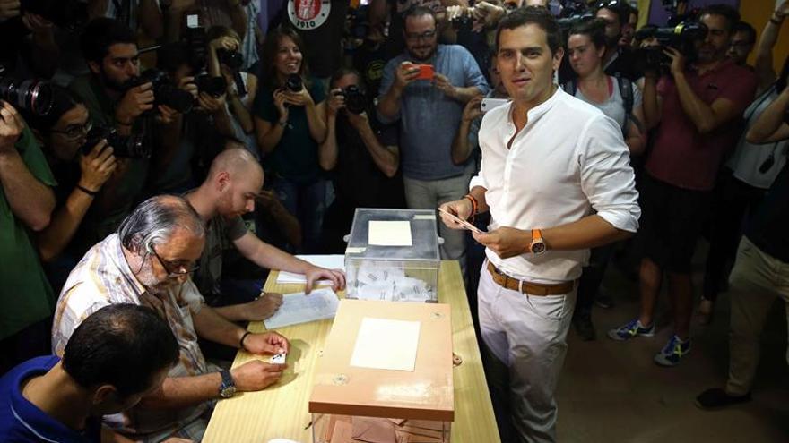 Rivera apela a los moderados para evitar una España de bandos y extremos