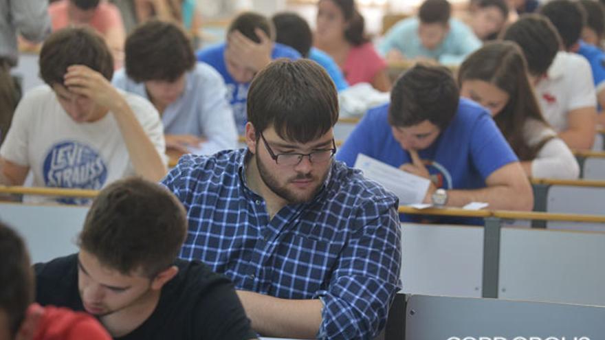 Un estudiante, en un examen de Selectividad. | MADERO CUBERO