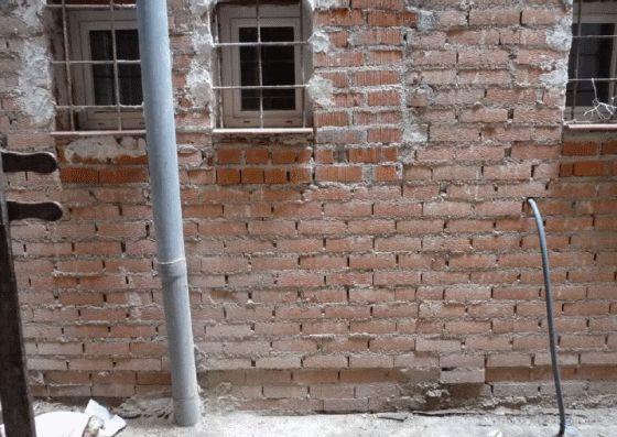 Imagen tomada el 1 de marzo de 2014 de las obras de rehabilitación inconclusas que están afectando negativamente a la habitación interior del Salón Montano. Fotografías: VPAT.