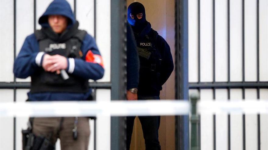 Encarcelados 2 supuestos cómplices de ataques de París trasladados de Bélgica