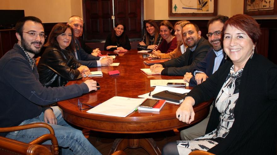 El Parlamento catalán crea una ponencia para avanzar hacia una ley de reforma horaria que permita la conciliación