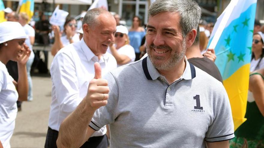 El presidente de Canarias y candidato a la reelección por Coalición Canaria, Fernando Clavijo en un mitin de su partido. EFE/Carlos de Saá.