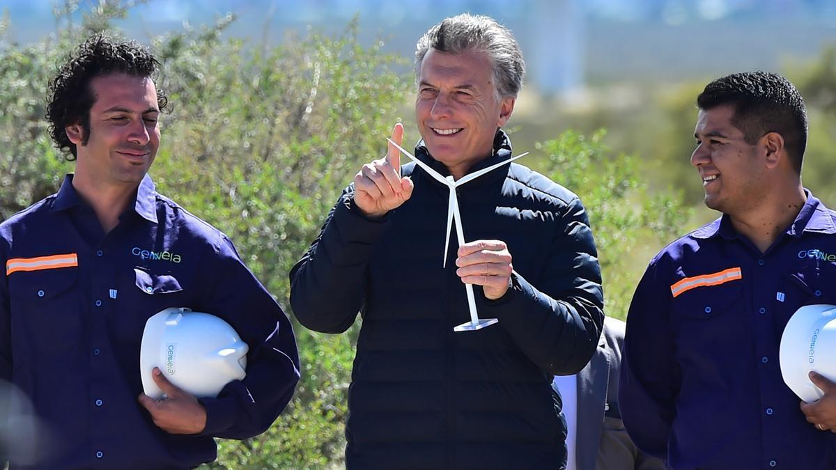 Macri, durante su presidencia, en la inauguración de un parque eólico en la provincia de Chubut. Investigan si su gobierno favoreció a las empresas de su familia.
