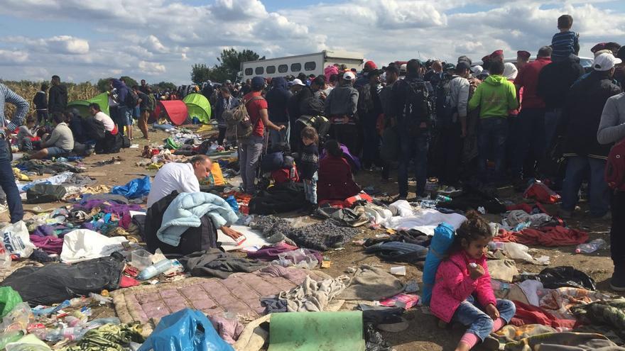 El punto de retención en el lado de la frontera húngara, en condiciones de insalubridad / Olga Rodríguez