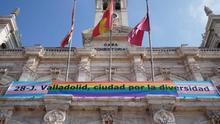 El veto del Supremo a las banderas no oficiales: un arma de la extrema derecha contra las enseñas LGTBI que genera dudas en los juristas