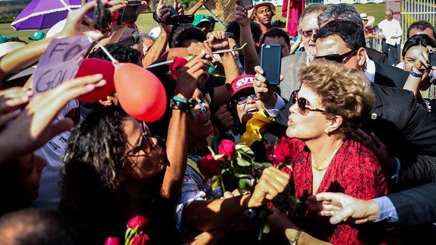 Rousseff deja Brasilia y cierra un capítulo de una crisis que aún no acaba