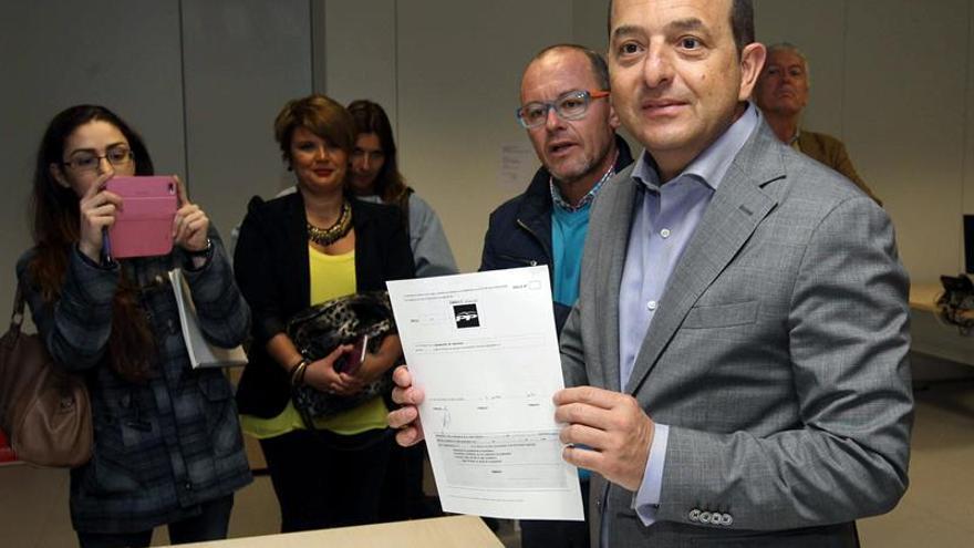 Cristina Rodríguez, segunda por la izquierda, fue responsable de prensa de Juan José Cardona (derecha de la imagen) durante sus 4 años de gobierno en Las Palmas de Gran Canaria.