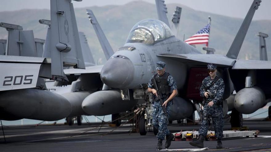 Se estrella un caza del portaaviones que EE.UU. mandó a Corea pero el piloto se salva
