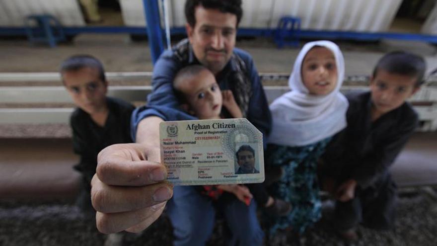 Pakistán extiende un mes la presencia legal de los refugiados afganos