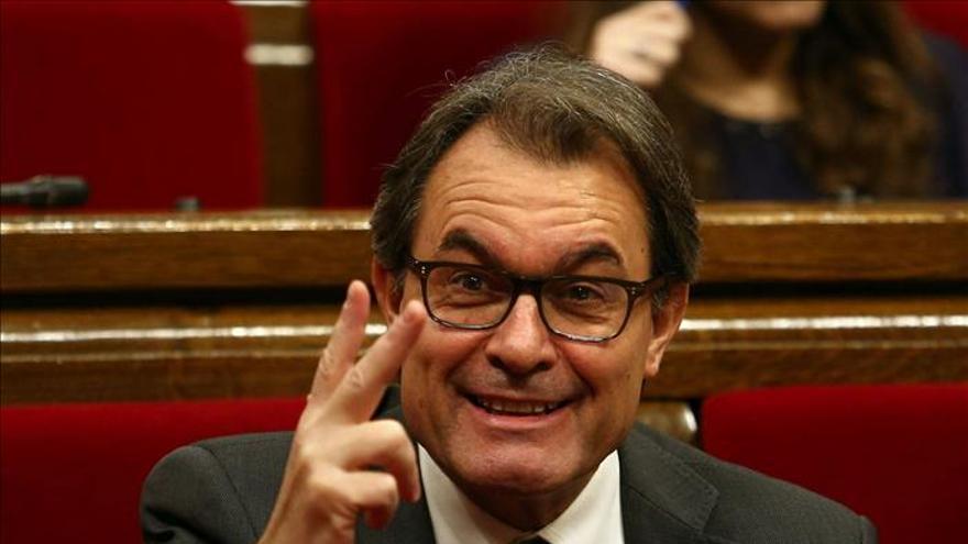 """Mas dice a Rajoy que representa una minoría de catalanes y pide a ERC """"selección nacional"""""""