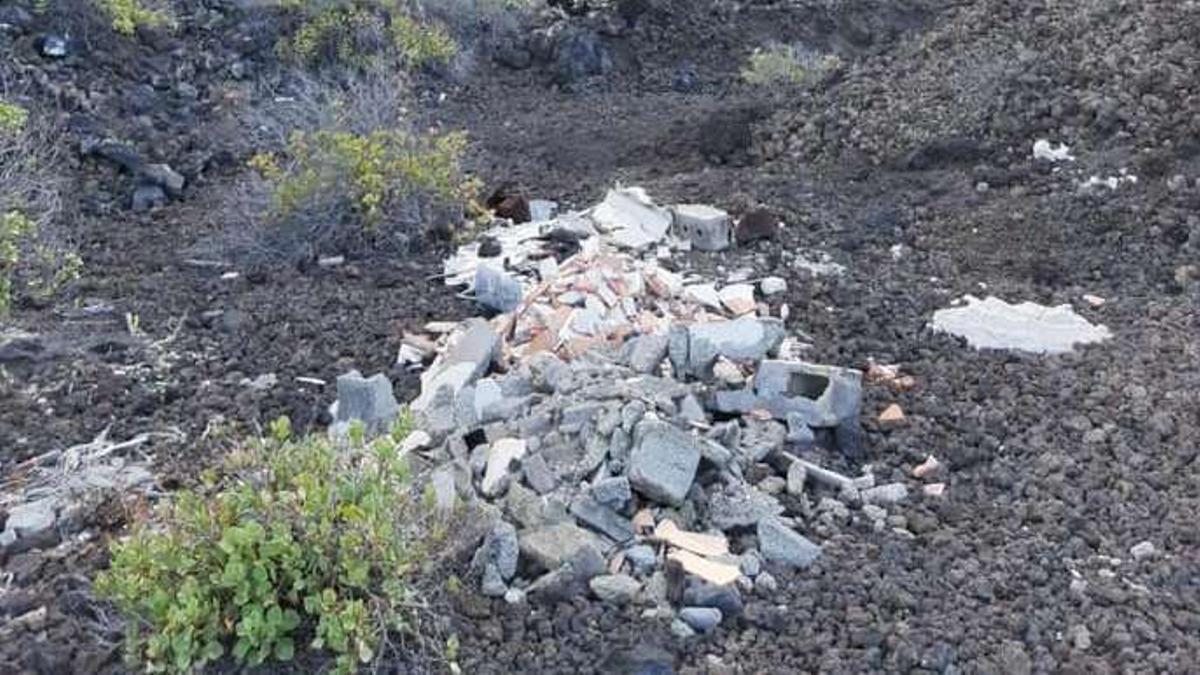 Escombros en el Malpaís del Tamaduste.