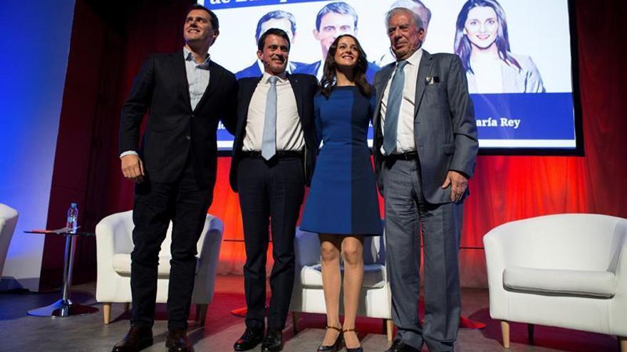 """Valls y Vargas Llosa arropan a Arrimadas frente al nacionalismo """"enemigo"""" de UE"""