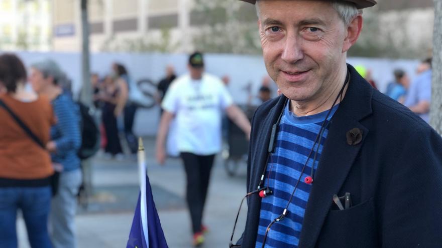 Florian Pfeiffer, contable de una empresa discográfica, en la manifestación anti-racista de Berlín