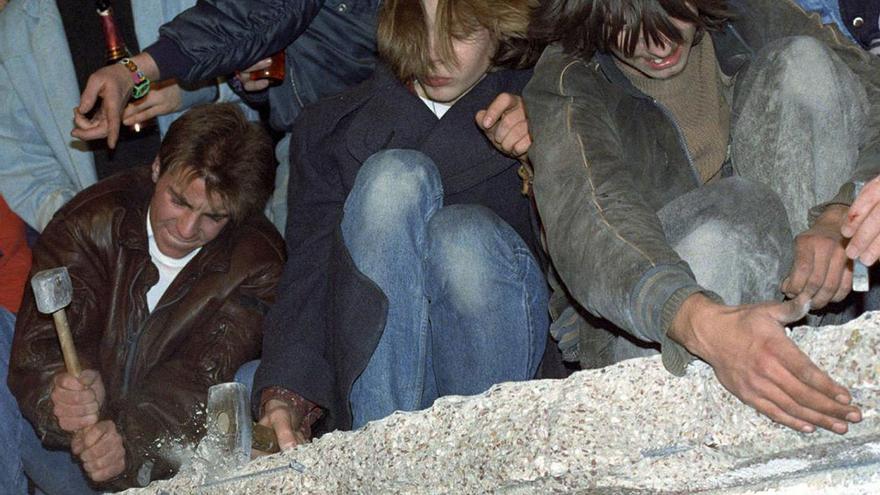 Ciudadanos berlineses destruyendo el Muro en 1989.
