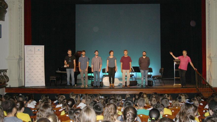 Las actividades lúdico-educativas organizadas por ACAPO, celebradas en diferentes municipios de La Palma, han sido coordinadas por el prestigioso musicólogo, compositor y divulgador Fernando Palacios.