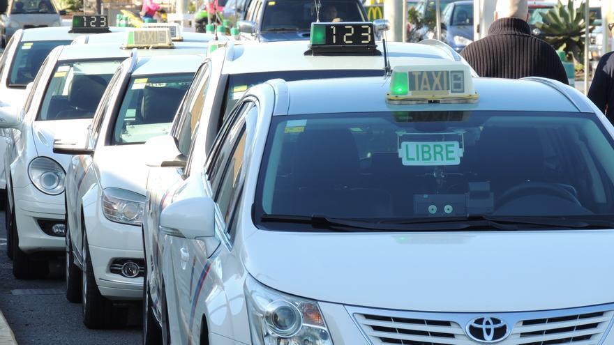 Taxis de Telde en una parada
