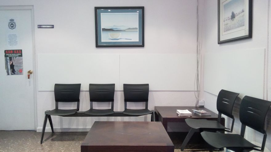 Sala de espera vacía de la UFAM cuando Elena puso la denuncia. Foto: Instagram @detorres.e