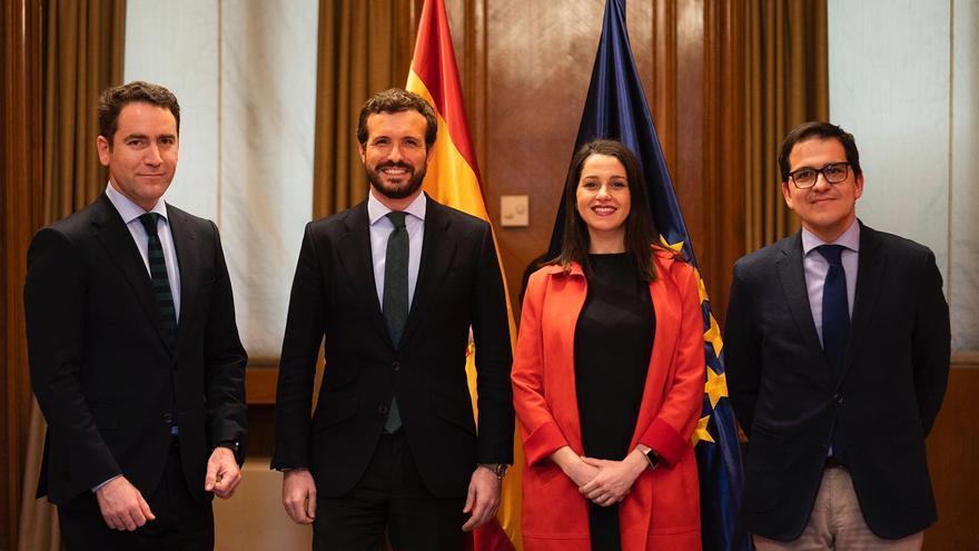 Teodoro García Egea, Pablo Casado, Inés Arrimadas y José María Espejo-Saavedra, este martes, en el Congreso.