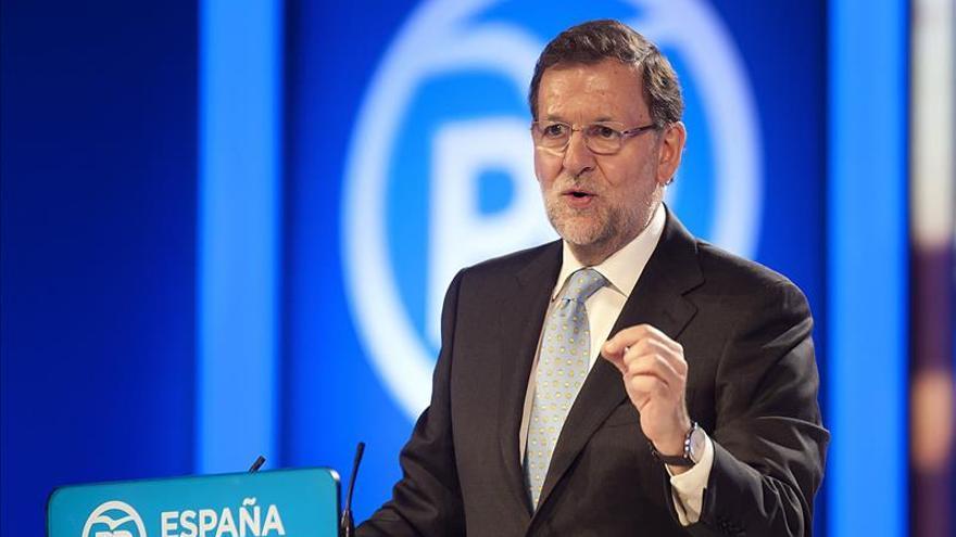 """Rajoy avisa: frente al PP hay una """"coalición de izquierdas"""" que no conviene"""