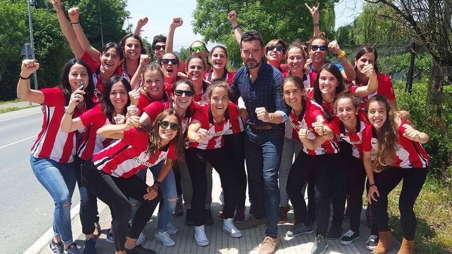 El equipo femenino del Athletic, festejando la liga. /Foto oficial del Club