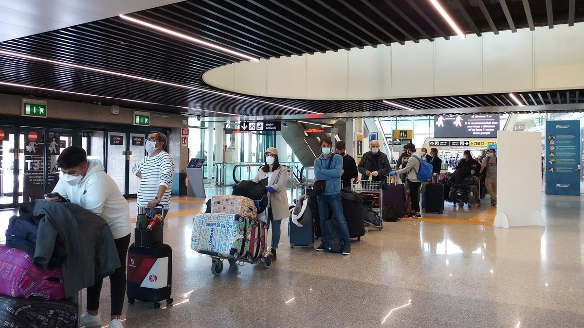 Cuatro provincias tienen casos de Delta asociados a viajeros