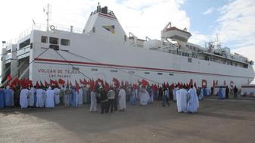 Ferry con activistas pro saharauis asediado en El Aaiún 31-10-2010