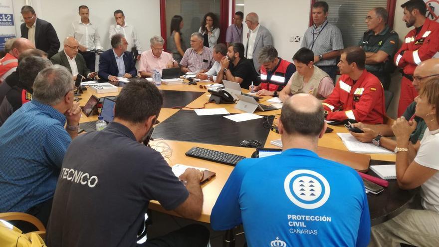 Reunión de coordinación entre las administraciones y los servicios de seguridad y emergencia durante los incendios de Gran Canaria.