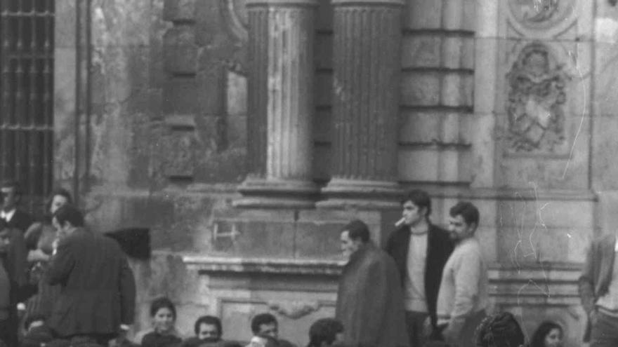 Sentada de estudiantes durante la dictadura de Franco. | CENTRO DE ESTUDIOS ANDALUCES