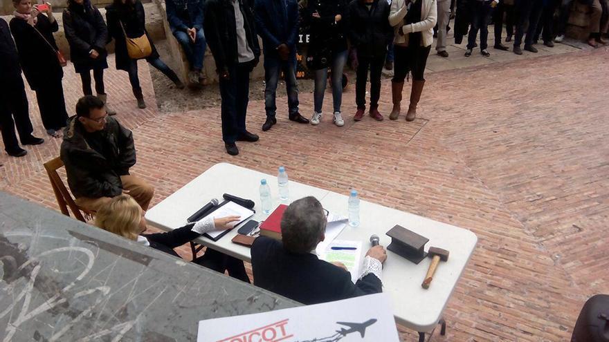 Una de las acciones de protesta celebradas en Valencia por el cierre de los CIEs