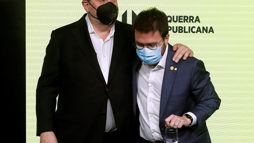 ERC ya explora un pacto con la CUP mientras Pedro Sánchez pide aislar a JxCat