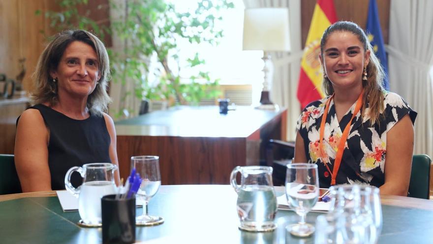 La ministra de Transición Ecológica en funciones,Teresa Ribera, con su representante homóloga de la Generalitat, Mireia Mollà