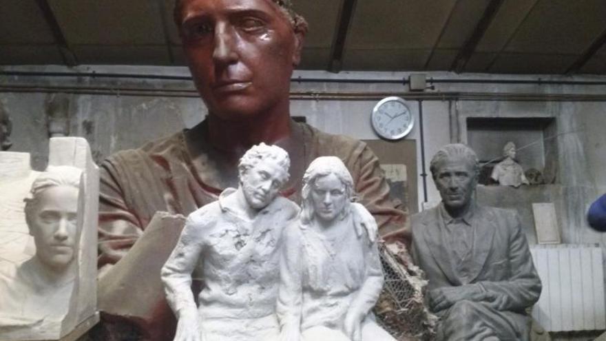 Julio López Hernández espera que sus esculturas hagan algo por él