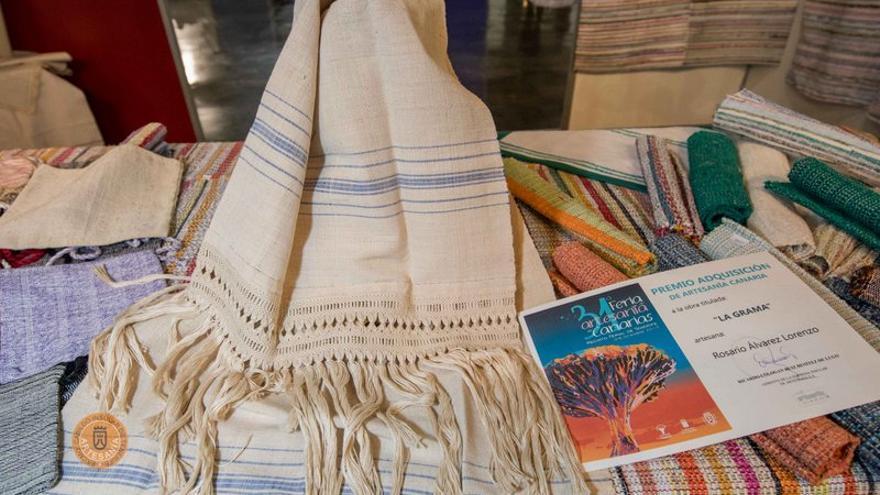 Una toalla de lino y macramé de Rosario Álvarez (La Palma) mereció uno de los premios 'Adquisición de Artesanía Canaria'