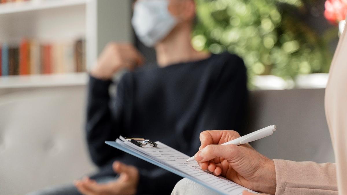 La crisis sanitaria hizo que las consultas, tanto públicas como privadas, se vieran desbordadas, formando listas de espera de varios meses.