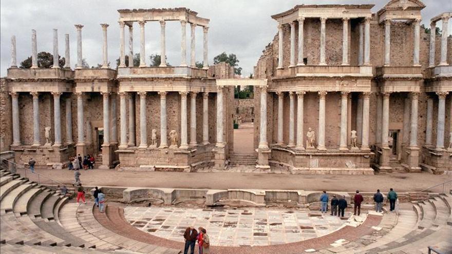 Las artes escénicas resurgen en el teatro romano con el 60 Festival de Mérida