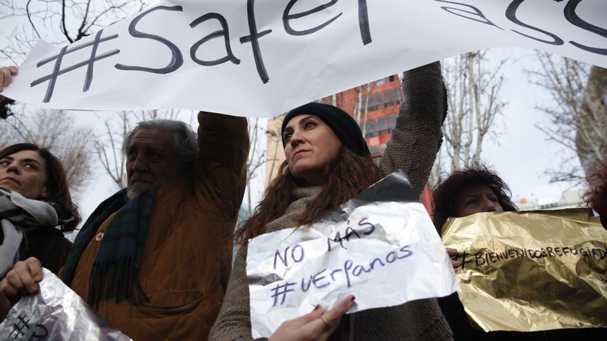 Concentración en Madrid para solicitar vías legales y seguras a la UE para la llegada de refugiados, en la mayor crisis humanitaria desde la II Guerra Mundial. | OLMO CALVO.