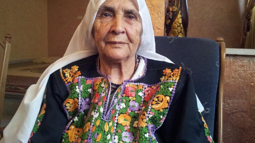 Mdalale al-Buheisi abandonó su casa de madrugada con su familia, cuando oyeron los disparos de los soldados israelíes. / Isabel Pérez.
